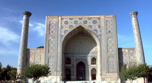 A Uzbek Mosque stands in for many Persian Locales.