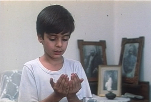 A young Hamid learns the proper way to pray.