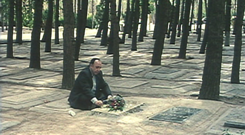 Bahman visits his wife's grave and finds that the neighboring plot that he believed he had reserved for himself has been occupied.